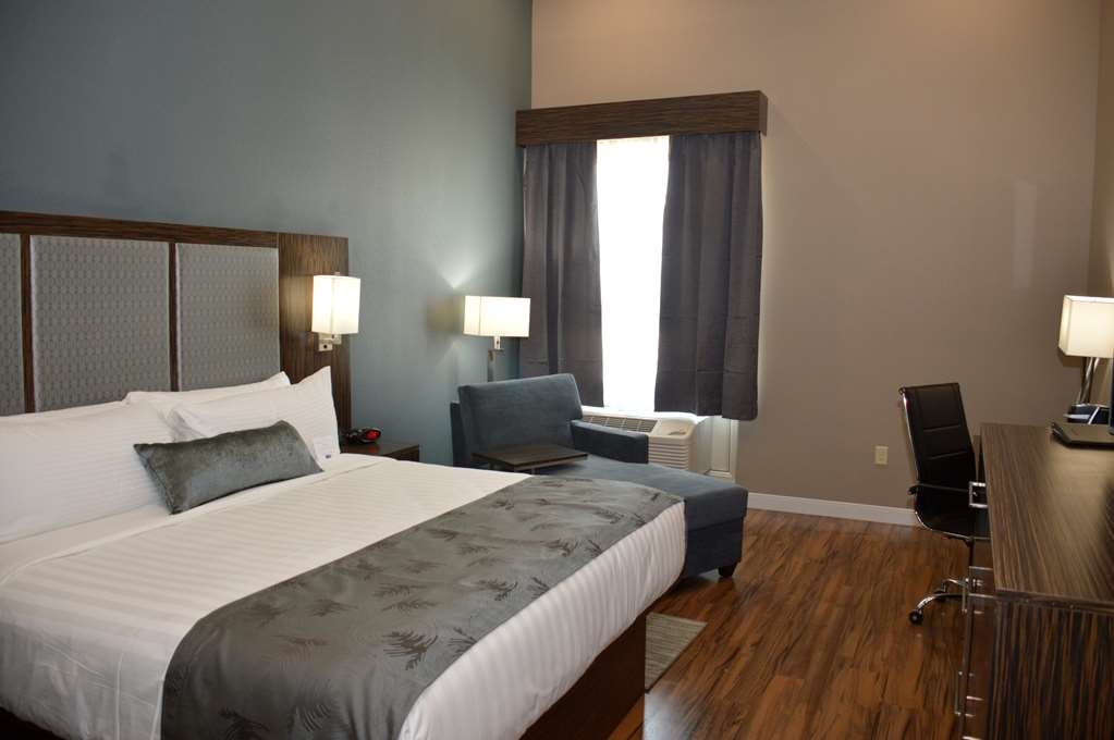 Best Western Plus Pflugerville Inn & Suites - Our Guest Rooms were designed with an open concept, ensuring you have enough room without sacrificing comfort.