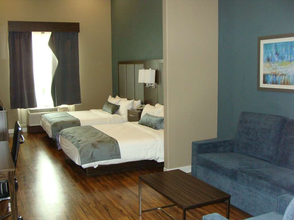 Best Western Plus Pflugerville Inn & Suites - Our Accessible Queen Suite was designed with an open concept, ensuring you have enough room without sacrificing comfort.