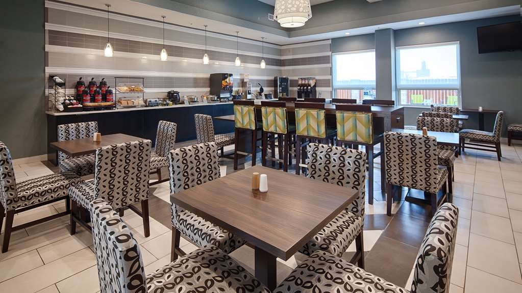 Best Western Plus Pflugerville Inn & Suites - Enjoy a balanced and delicious breakfast with choices for everyone.