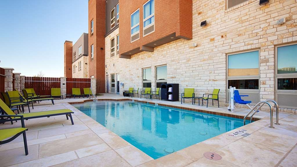 Best Western Plus Pflugerville Inn & Suites - Jump into our salt water outdoor pool for a swim anytime of the day.
