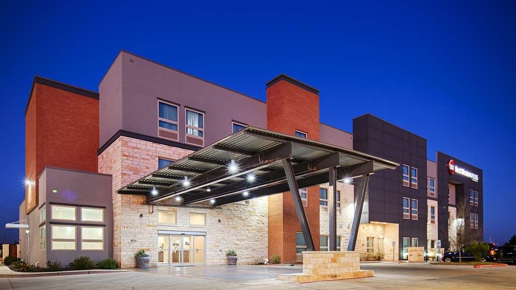 Best Western Plus Pflugerville Inn & Suites - Façade