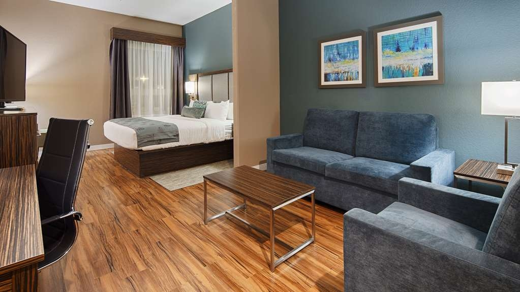 Best Western Plus Pflugerville Inn & Suites - Settle in for the evening and relax in our King Suite living area.