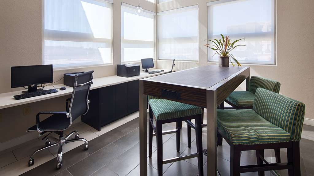 Best Western Plus Pflugerville Inn & Suites - Catch up with work in our 24-hour business center.