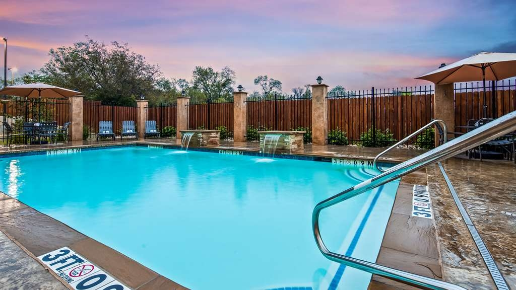 Best Western Plus Lampasas Inn & Suites - Piscina