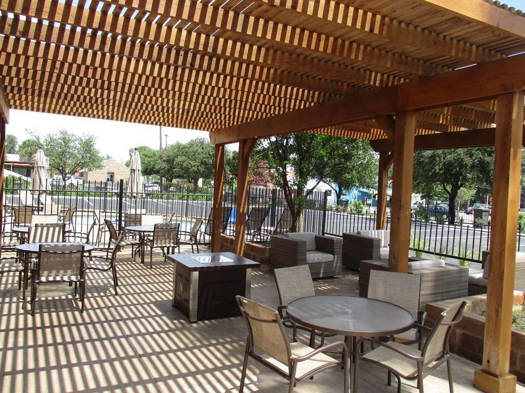 Best Western Plus Downtown North - Outdoor Patio Area
