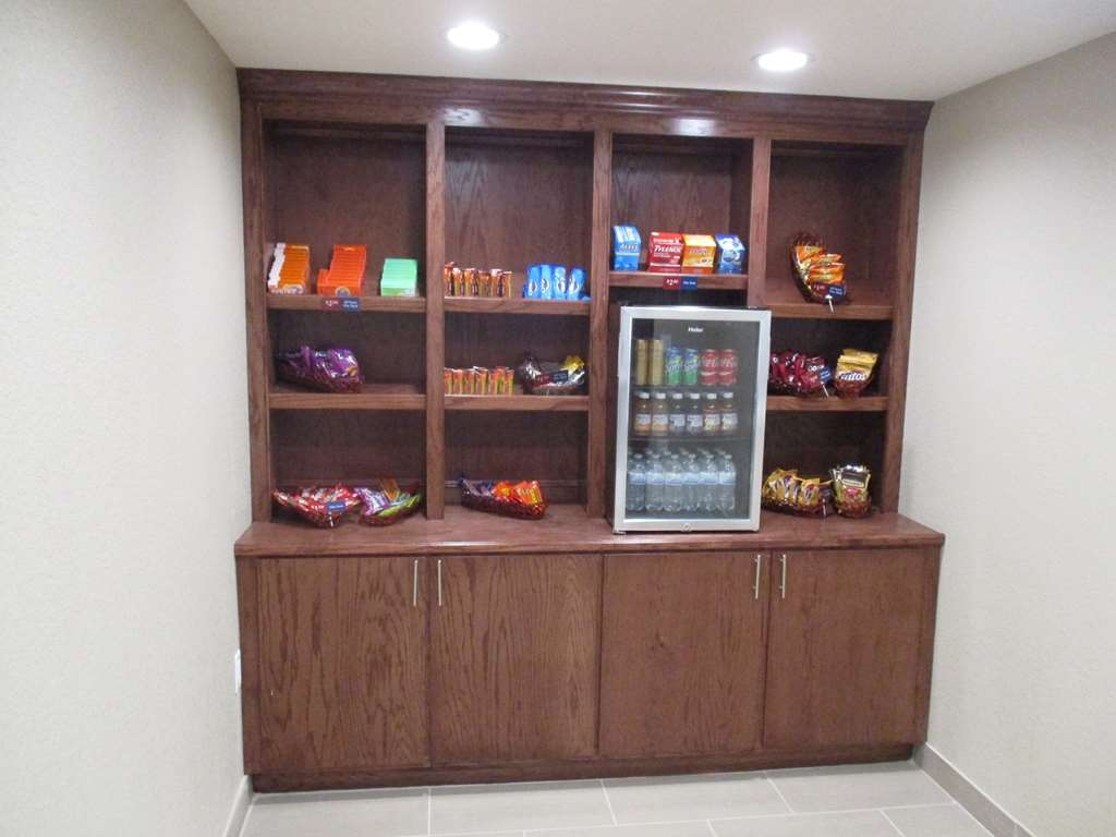 Best Western Plus Galveston Suites - Our sundry shop contains items from snacks to electronics.