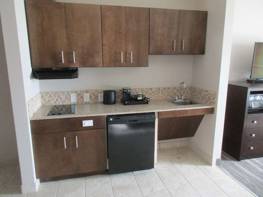 Best Western Plus Denver City Hotel & Suites - cuisine/kitchenette