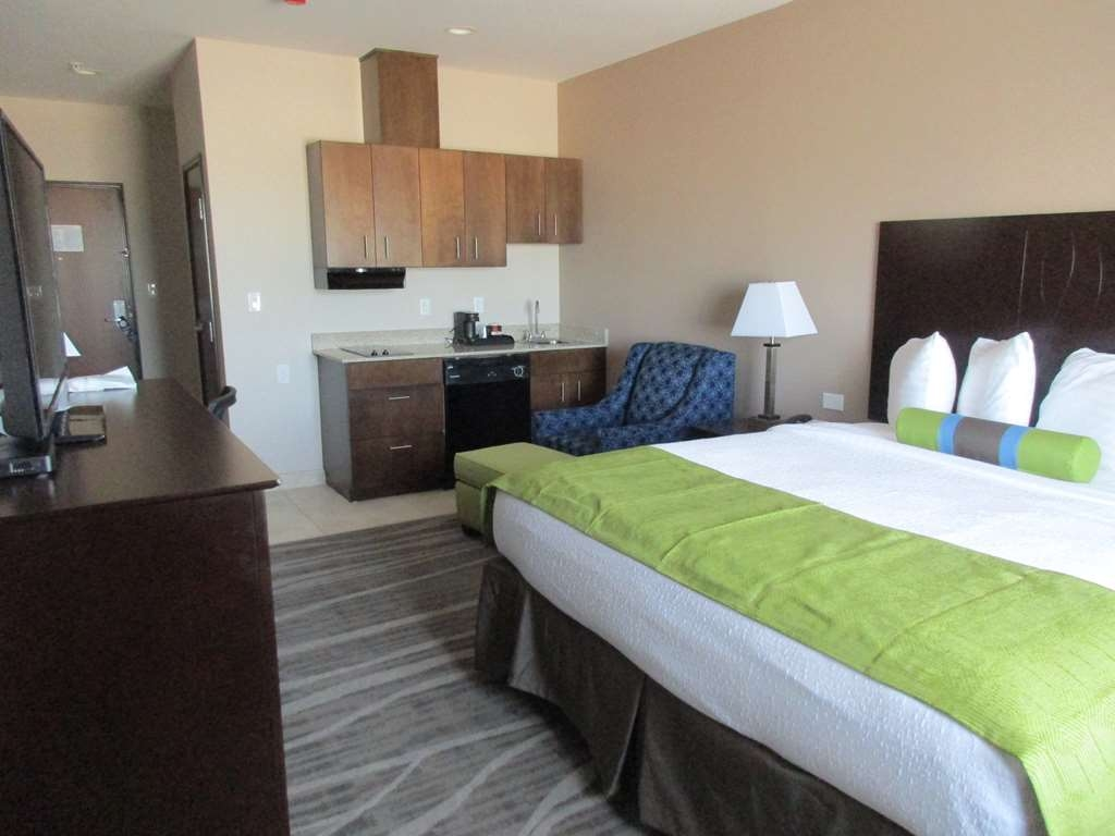 Best Western Plus Denver City Hotel & Suites - King Guest Room with Kitchenette