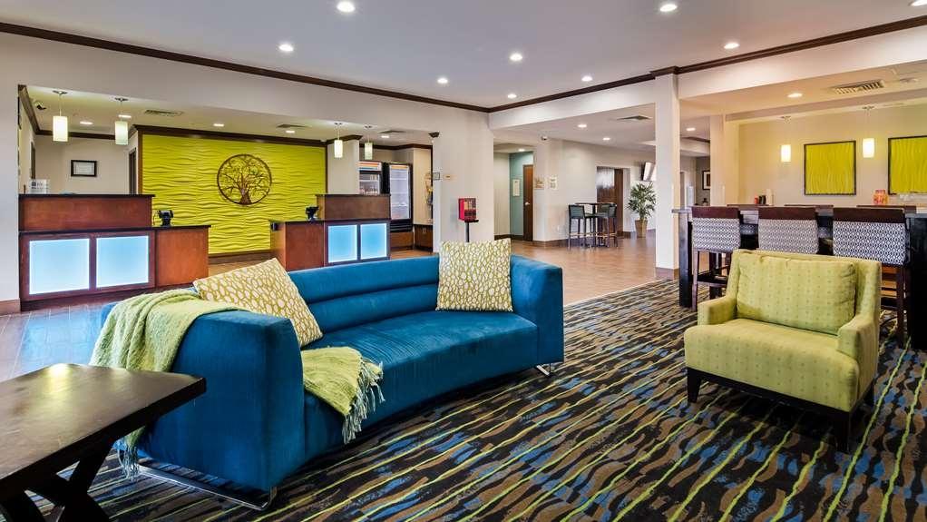 Best Western Plus Denver City Hotel & Suites - Vista del vestíbulo