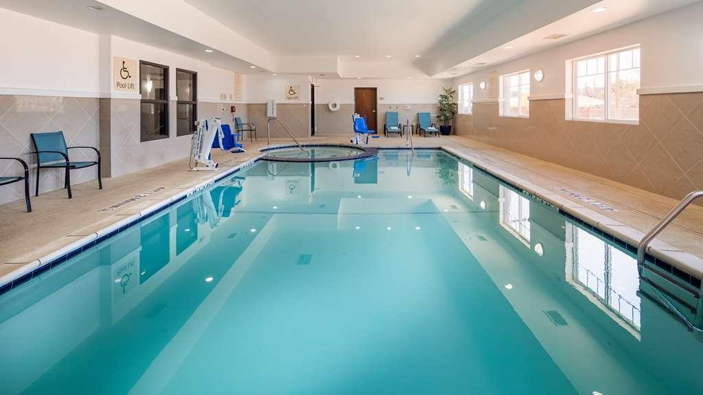 Best Western Plus Denver City Hotel & Suites - Vista de la piscina