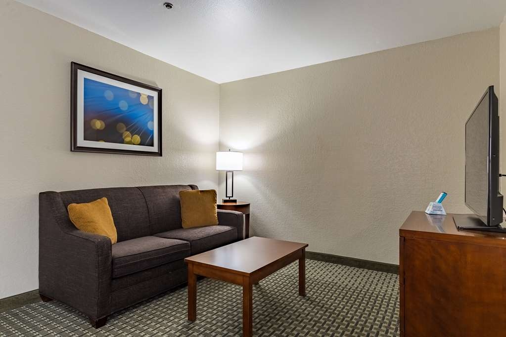 Best Western Northwest Corpus Christi Inn & Suites - Indulge yourself in our warm, welcoming and inviting kitchenette king suite.