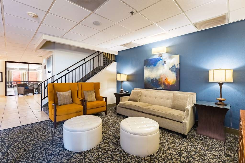 Best Western Northwest Corpus Christi Inn & Suites - Our lobby is the perfect spot to relax after a long day of work and travel.