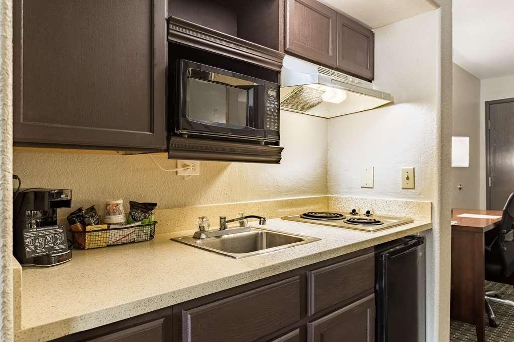 Best Western Northwest Corpus Christi Inn & Suites - Looking for an extended stay room? Make a reservation in our kitchenette king suite.