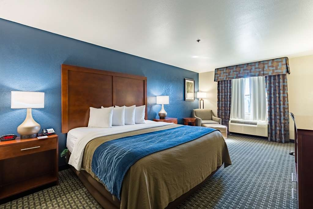 Best Western Northwest Corpus Christi Inn & Suites - Live in luxury when you book one of our standard king rooms.