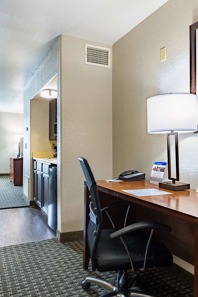 Best Western Northwest Corpus Christi Inn & Suites - Our Kitchenette King Suite allows you to spread out and get comfortable while you make our hotel your new home on your extended stay trip.