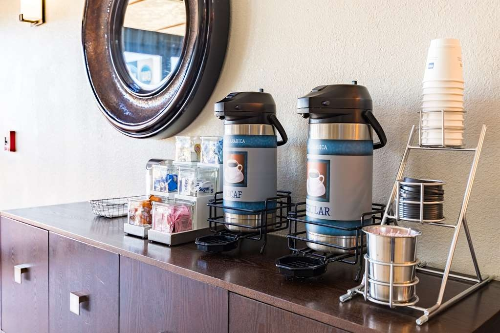 Best Western Northwest Corpus Christi Inn & Suites - Coffee drinker? Our lobby offers 24 hour complimentary fresh coffee.