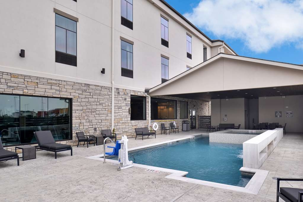 Best Western Premier Energy Corridor - Outdoor Swimming Pool and Whirlpool