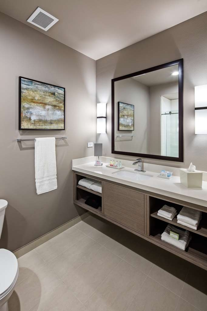 Best Western Premier Energy Corridor - Bathroom Vanity