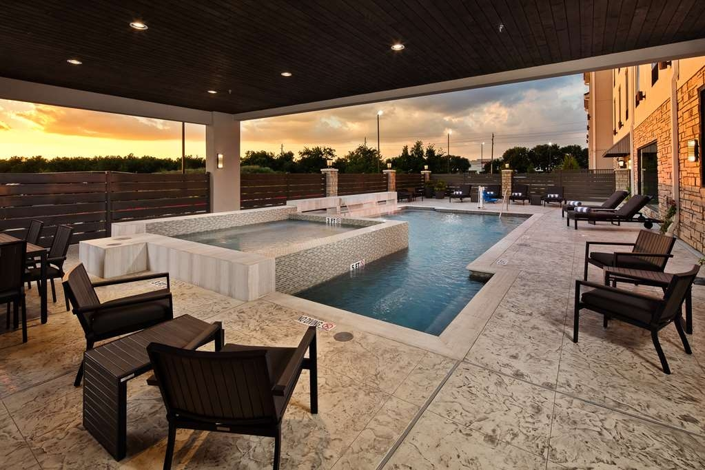 Best Western Premier Energy Corridor - Outdoor pool with cascading waterfall, and whirlpool hot tub
