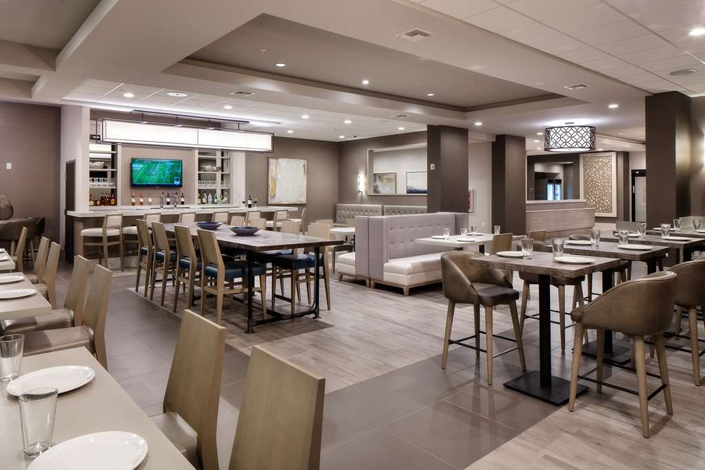 Best Western Premier Energy Corridor - The Premier Bar & Grill