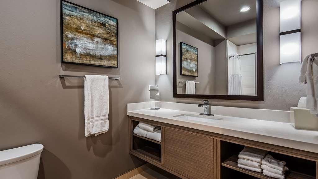 Best Western Premier Energy Corridor - Guest Bathroom