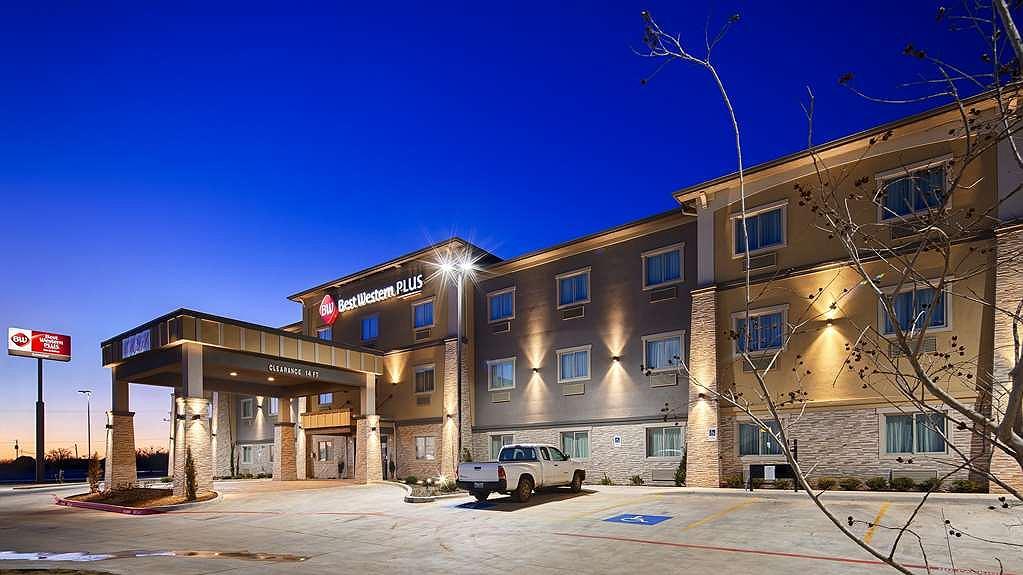 Best Western Plus Lonestar Inn & Suites - Façade