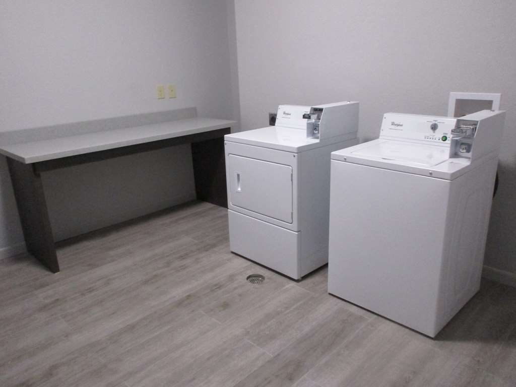 Best Western Plus Lonestar Inn & Suites - Our laundry facilities have everything you need to keep your wardrobe clean.