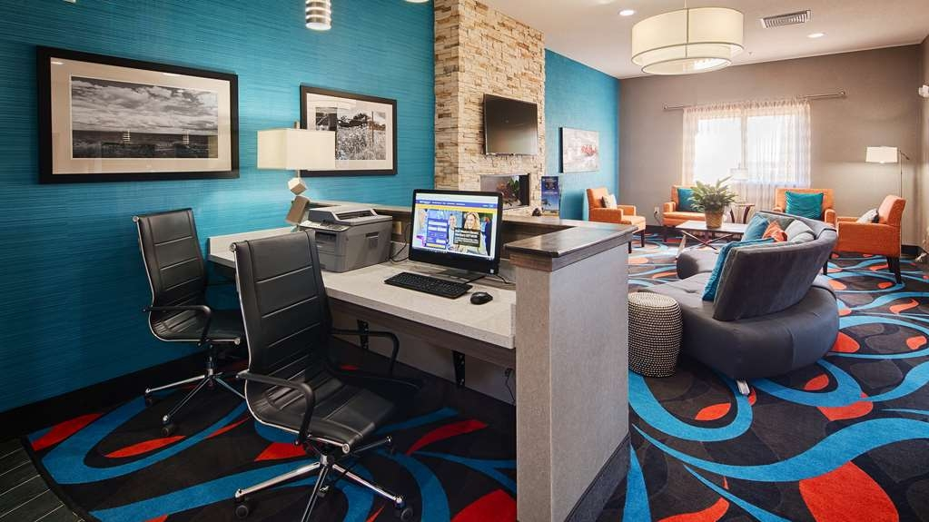Best Western Plus Lonestar Inn & Suites - Keep connected with your loved ones in our business center.