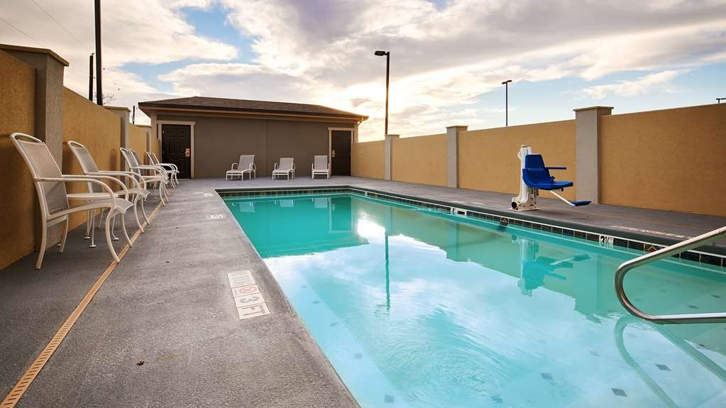 Best Western Plus Lonestar Inn & Suites - Vista de la piscina