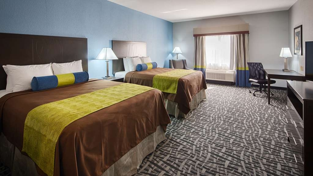 Best Western Plus Lonestar Inn & Suites - Live in true luxury when you book a double queen room.