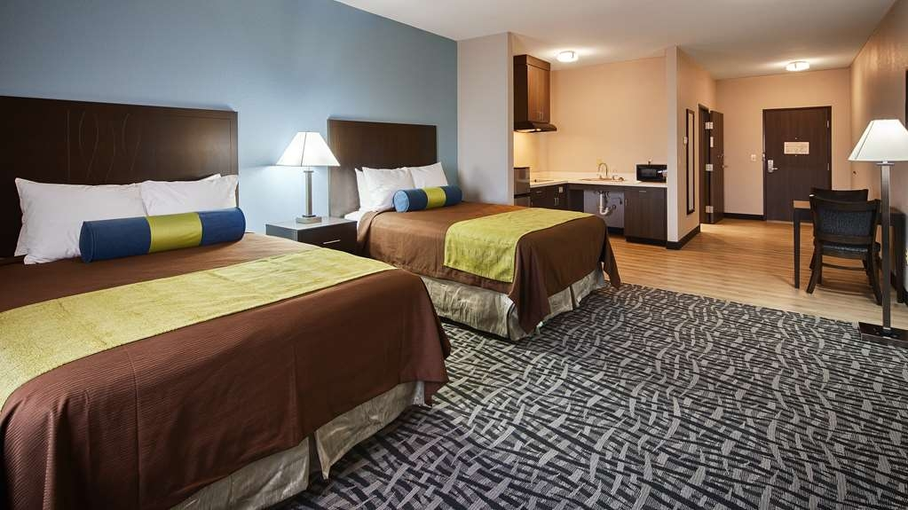 Best Western Plus Lonestar Inn & Suites - Sink into our comfortable beds each night and wake up feeling completely refreshed.