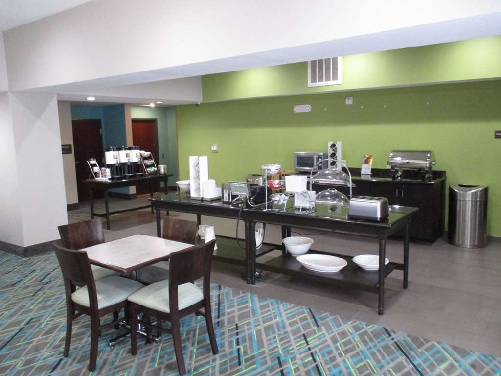 Best Western Red River Inn - Breakfast Area