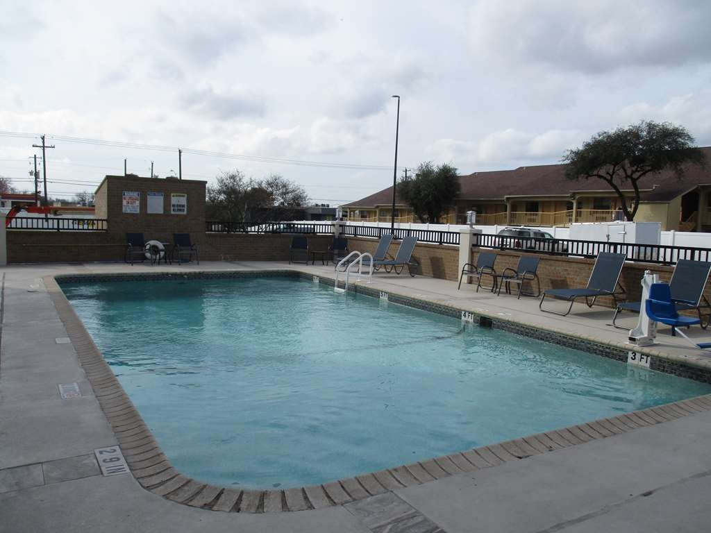 Best Western Plus Austin Central - Vista de la piscina