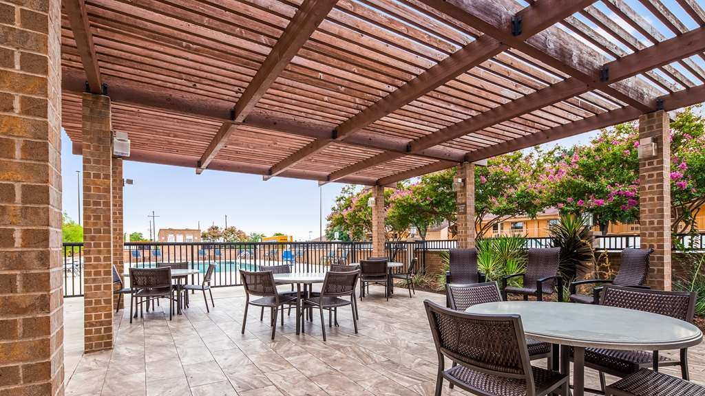 Best Western Plus Austin Central - Outside Patio