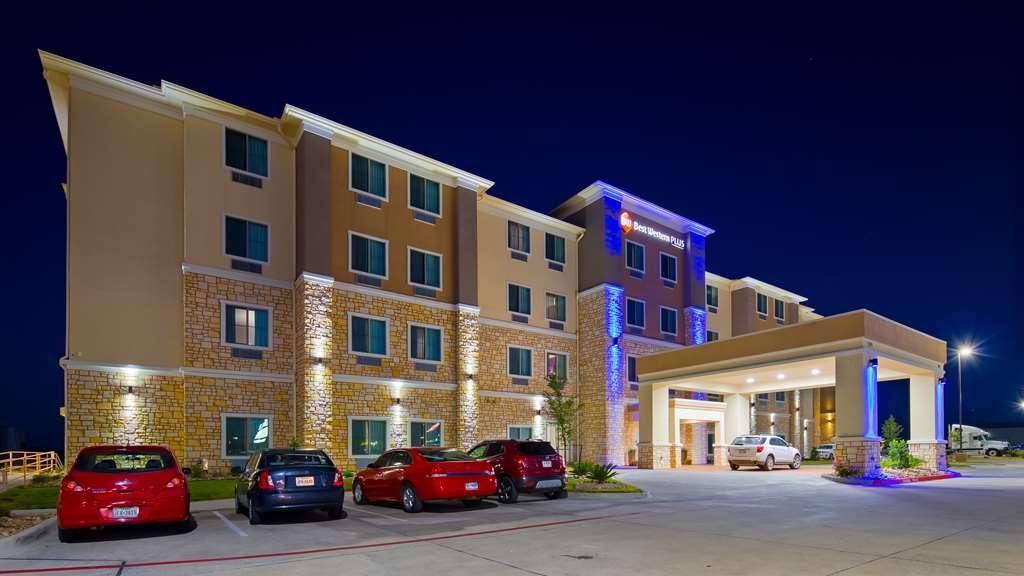 Best Western Plus Buda Austin Inn & Suites - Facciata dell'albergo