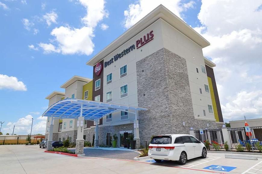 Best Western Plus Pasadena Inn & Suites - Aussenansicht