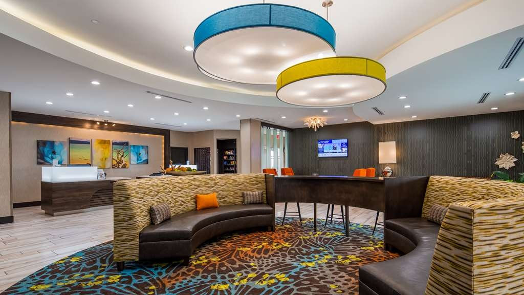 Best Western Plus Pasadena Inn & Suites - Vista del vestíbulo