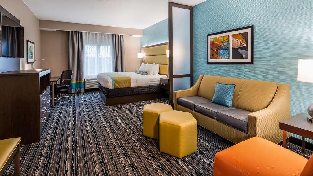 Best Western Plus Pasadena Inn & Suites - Suite