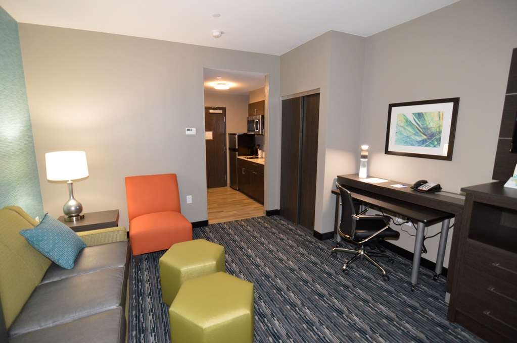 Best Western Plus Pasadena Inn & Suites - king suite with mini-kitchen