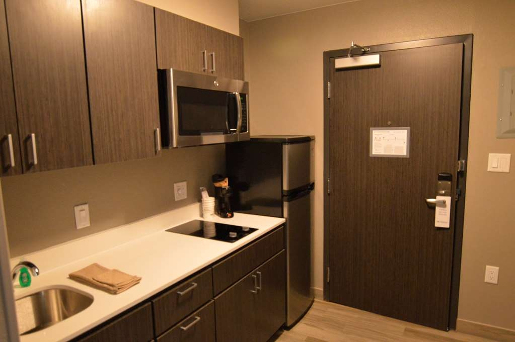 Best Western Plus Pasadena Inn & Suites - King Guest Room with Mini-Kitchen