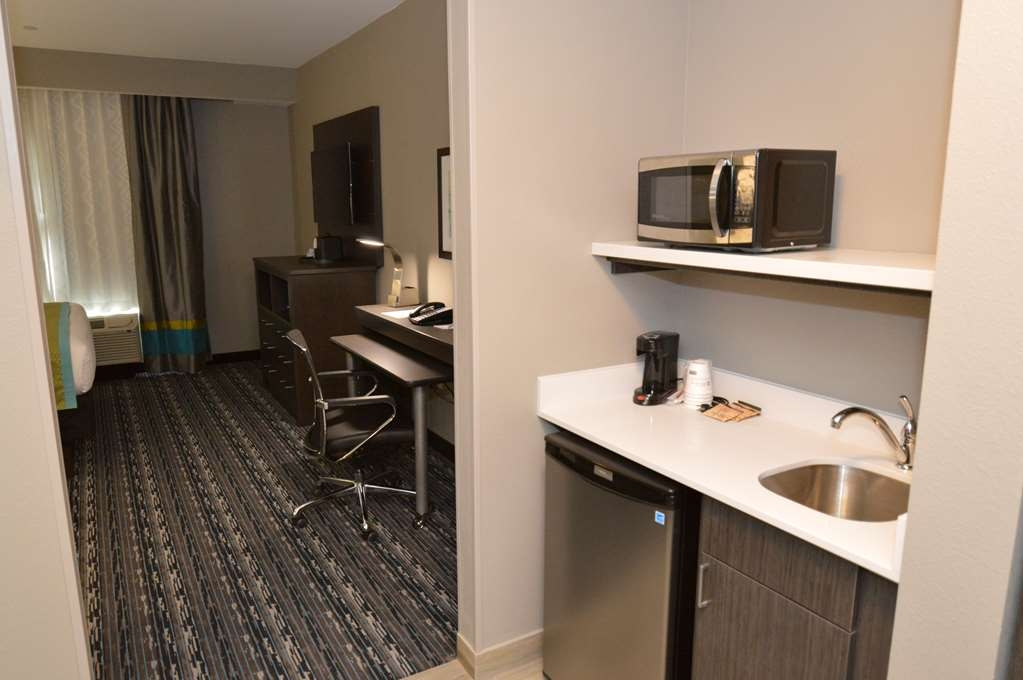 Best Western Plus Pasadena Inn & Suites - Standard King with Wet Bar