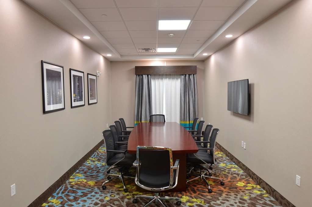 Best Western Plus Pasadena Inn & Suites - Our Board Room is ready to handle meetings up to 10 guests. A television is available to ensure your presentation looks great!