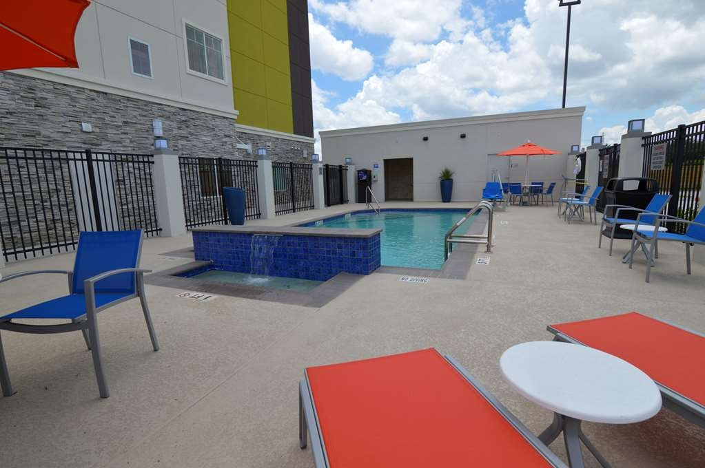 Best Western Plus Pasadena Inn & Suites - Outdoor Pool