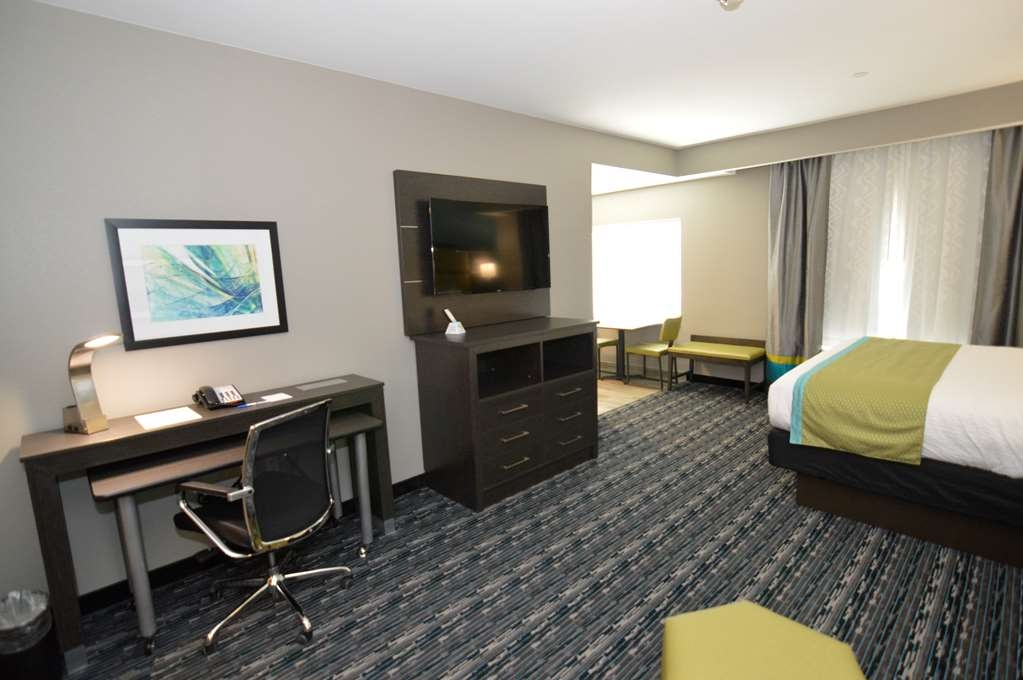 Best Western Plus Pasadena Inn & Suites - King Suite with Full Kitchen