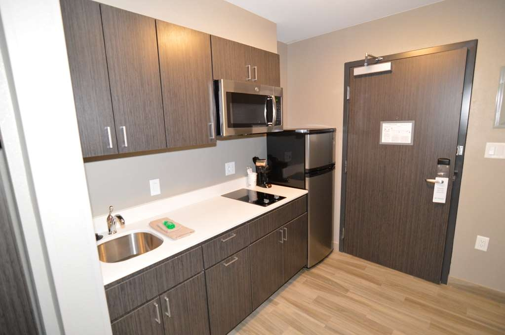 Best Western Plus Pasadena Inn & Suites - Double Queen with Mini-Kitchen