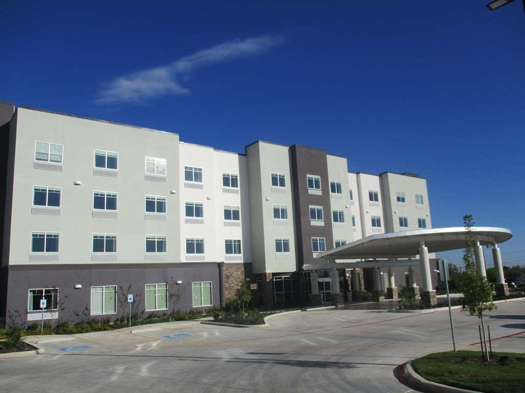 Best Western Plus Roland Inn & Suites - Hotel Exterior
