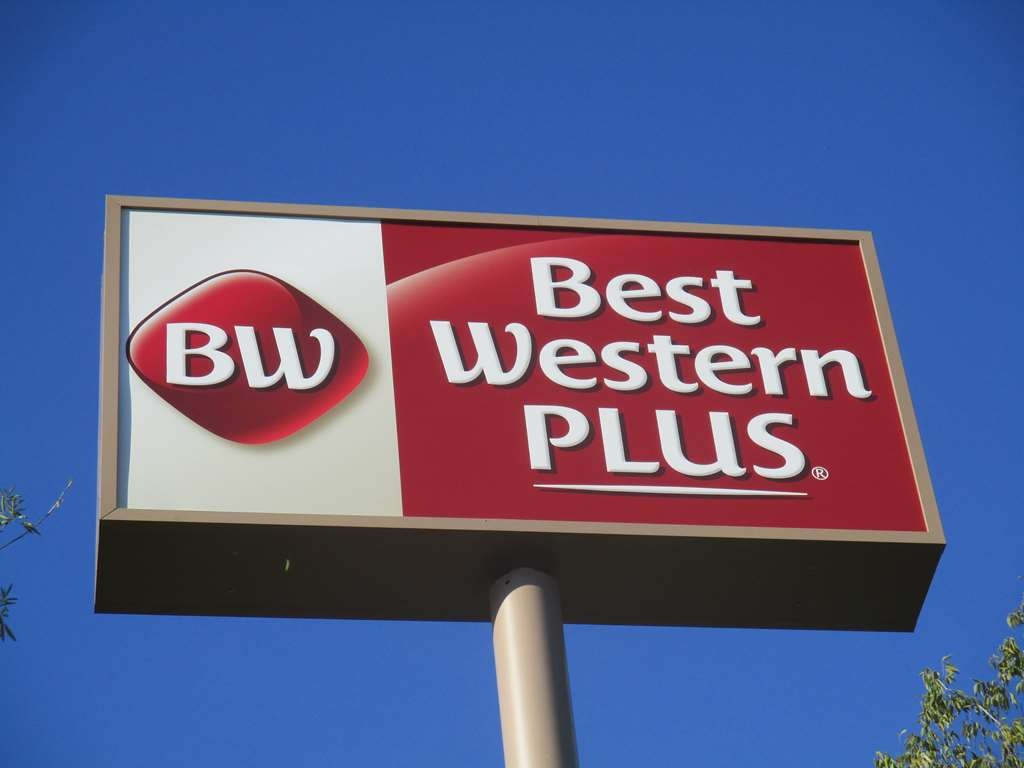 Best Western Plus Roland Inn & Suites - Hotel Signage