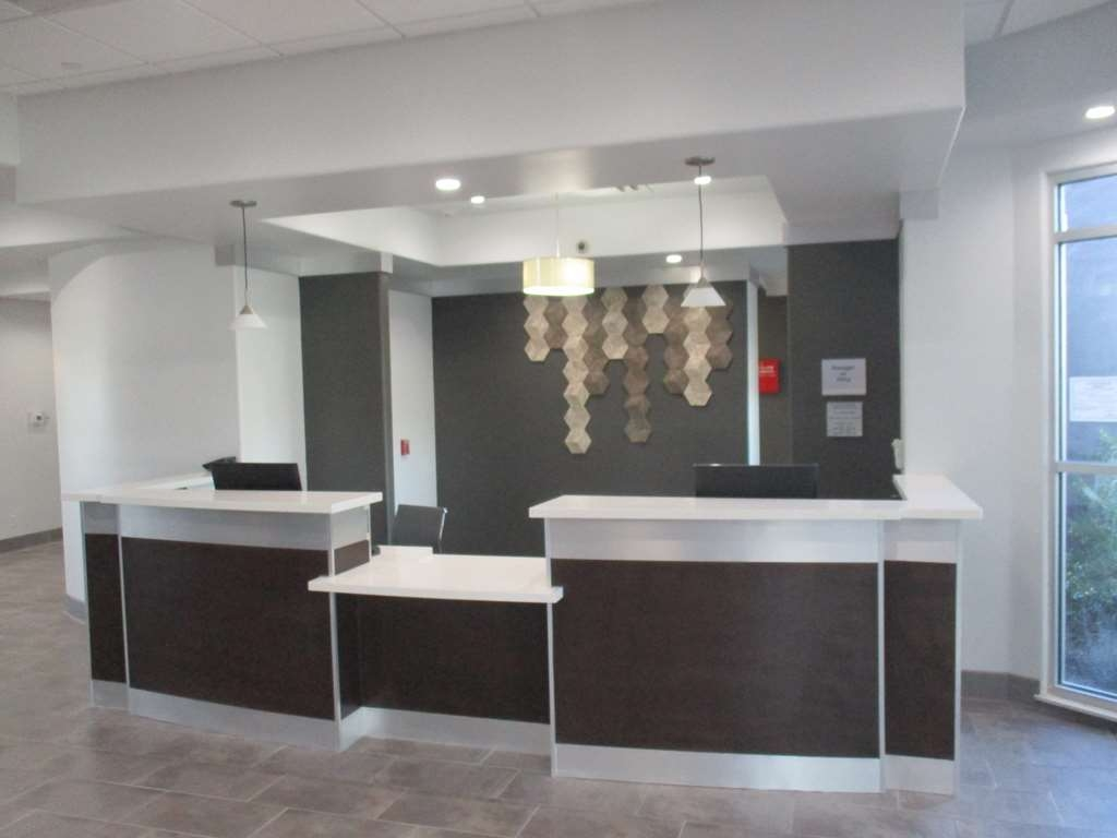 Best Western Plus Roland Inn & Suites - Front Desk