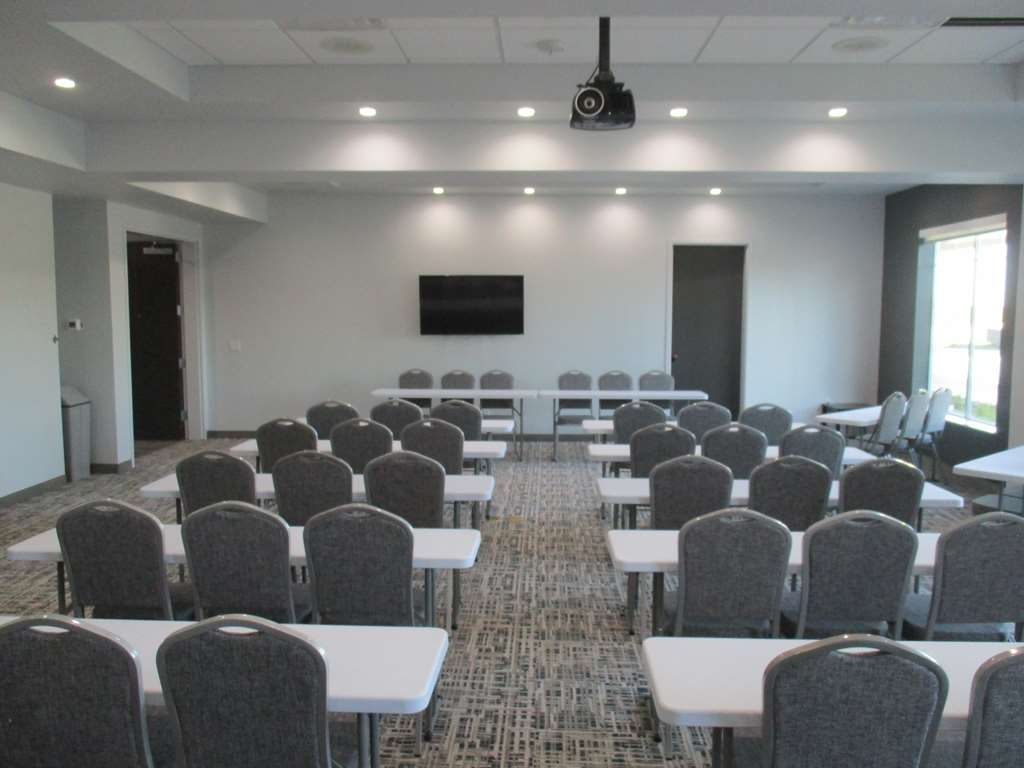 Best Western Plus Roland Inn & Suites - Meeting Room