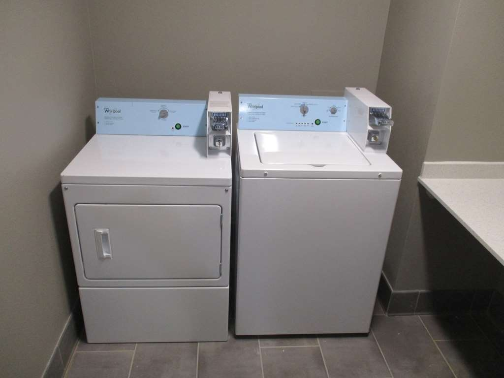 Best Western Plus Roland Inn & Suites - Guest Laundry
